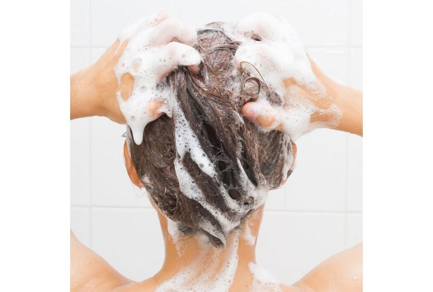 7 žingsniai norint gerai išplauti plaukus